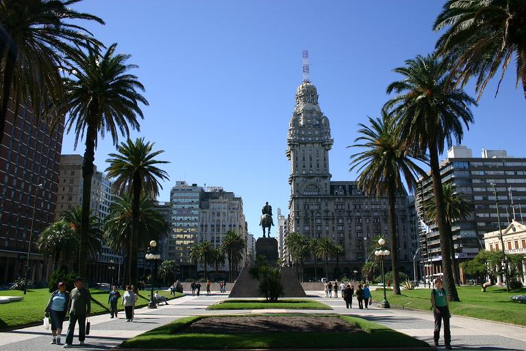 Los trabajos de recomposición en plaza Independencia avanzan a buen ritmo