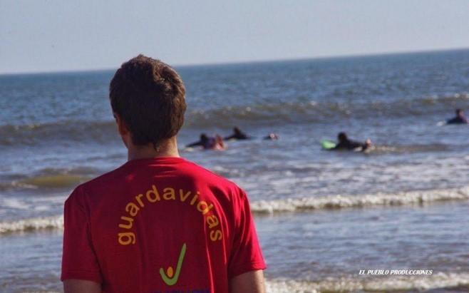 Guardavidas alertan por peligros en el mar y piden que estén atentos a las banderas